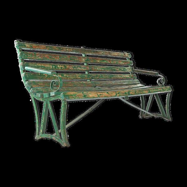 Banc en bois à la patine verte