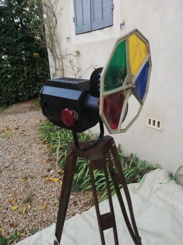 Projecteur de théâtre sur pied en bois