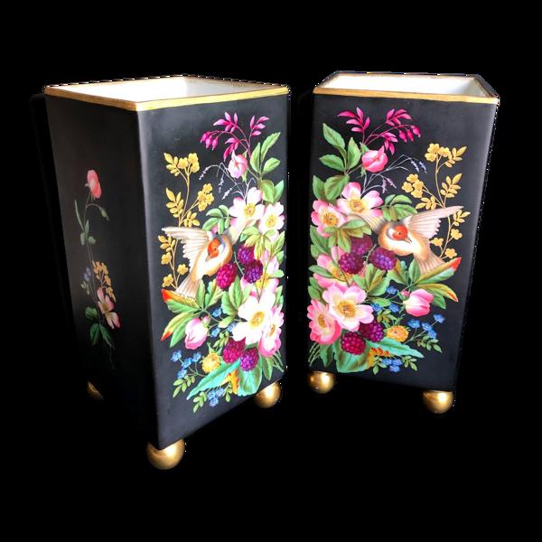 Paire de vases carrés noirs à motifs floraux en porcelaine de Paris