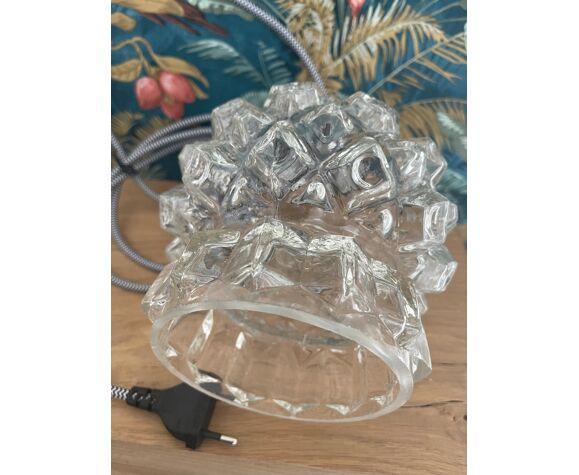 Baladeuse en verre moulé pressé