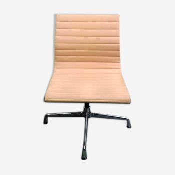 Chaise EA105 par Charles & Ray Eames pour Vitra