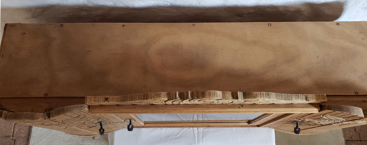 Vitrine murale art-déco en chêne brut