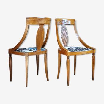 Paire de chaises gondoles tapissées Clarke & Clarke