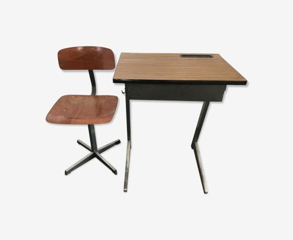 Bureau et chaise d'école