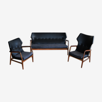 Salon complet situé à partir de Bovenkamp avec un canapé et 2 fauteuils