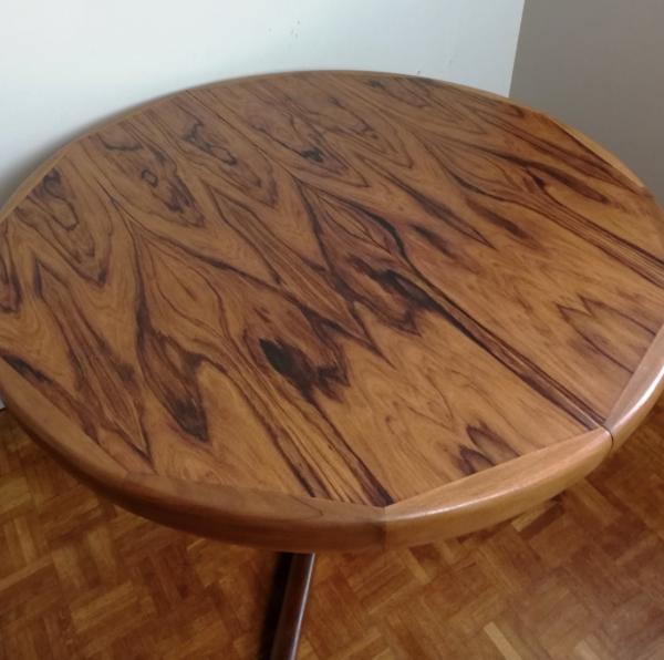 Table ronde en palissandre pied central