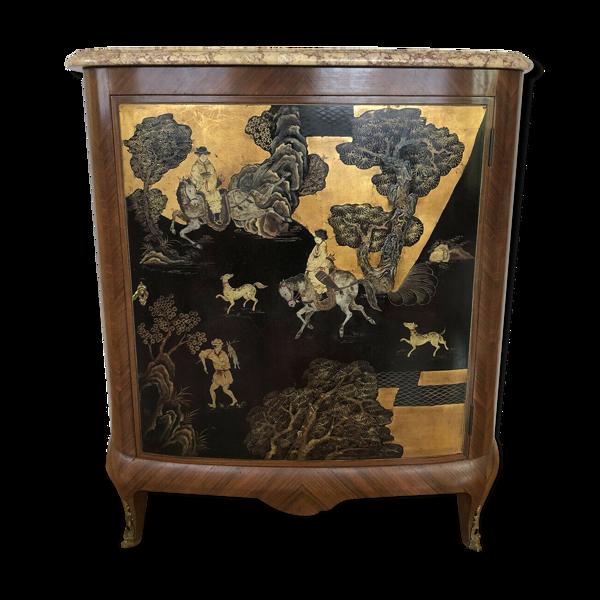 Meuble d'appui en bois de rose galbé a decor laqué asiatique