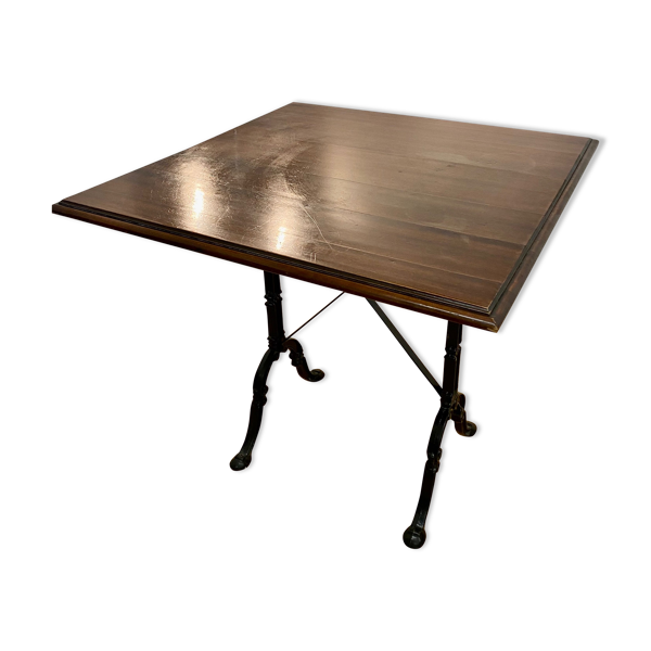 Table de bistrot avec pied en fer forgé et plateau en bois