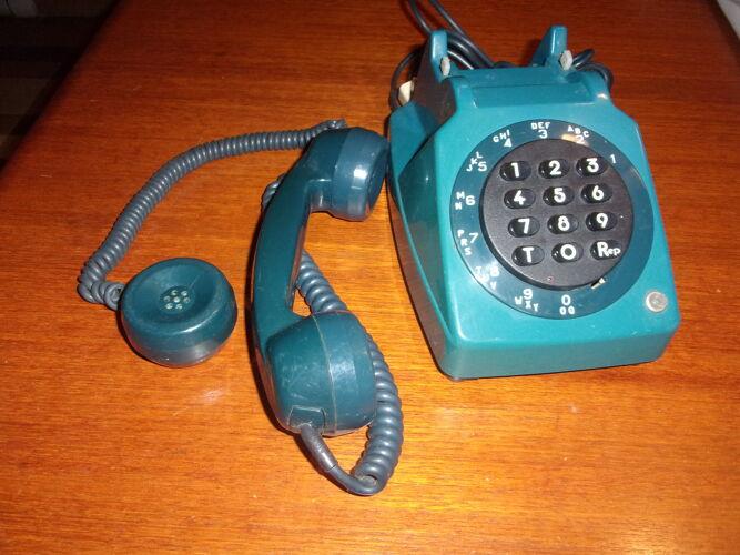 Telephone clavier bleu foncé 1970