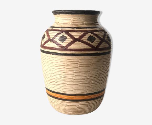 Vase ethnique et intemporel