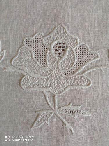 Nappe et serviettes anciennes en lin brodé