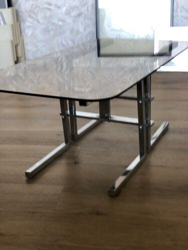 Table basse chromée et verre fumé
