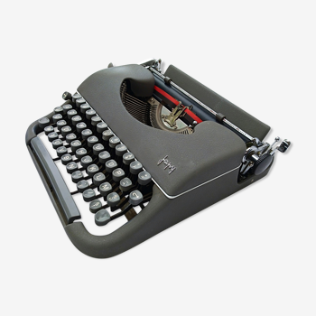 Japy portable typewriter in his original briefette