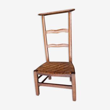 Chaise basse prie-dieu