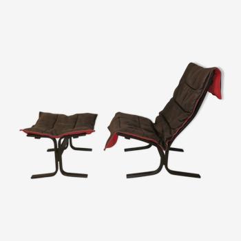 Fauteuil et ottoman Siesta, cuir noir avec dossier rouge, par Ingmar Relling