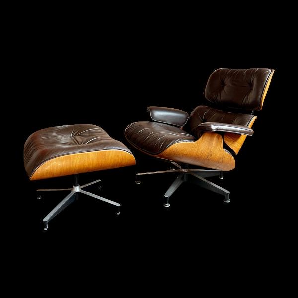 Fauteuil Lounge Chair et ottoman cuir chocolat de Charles & Ray Eames  édité  Herman Miller