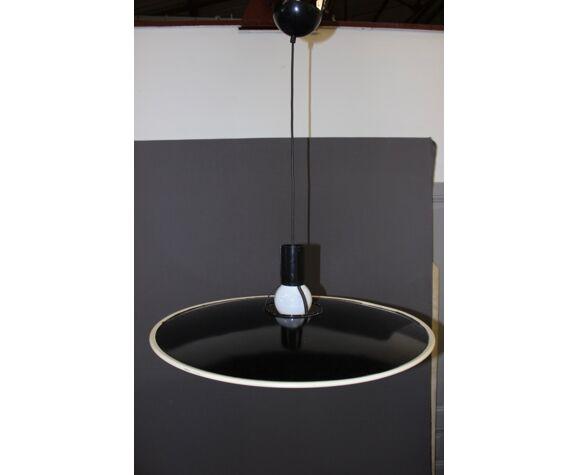 Suspension design en tôle noir et blanc édition Fos