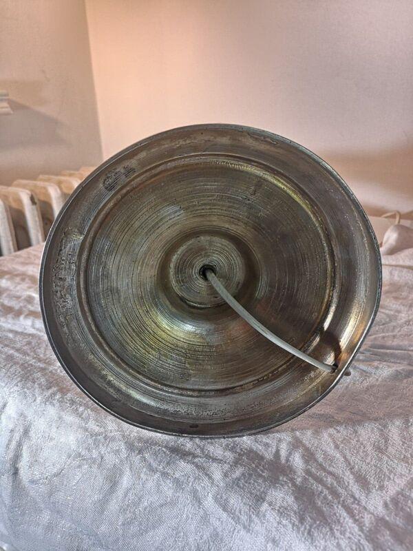 Lampe à poser ancienne en métal argenté