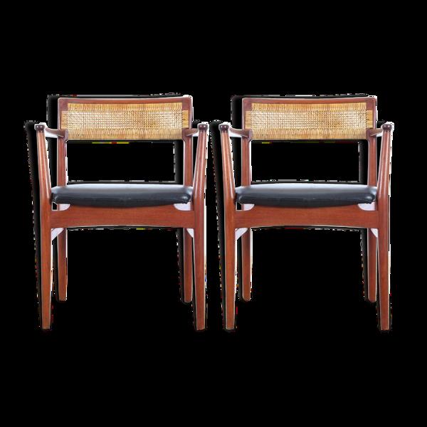 Paire de fauteuils scandinaves  en teck et cuir modèle W26