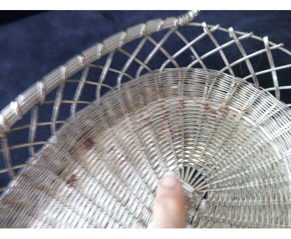 Corbeille ou panière en fils de métal argenté tressés 29.5 x 22 cm