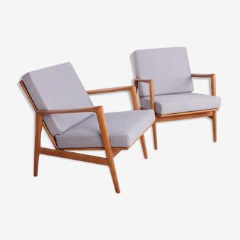Model 300-139 Armchairs from Swarzędzka Furniture Factory, 1960s, Set of 2