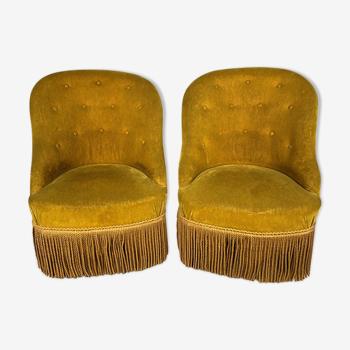 Paire de chauffeuses capitonnées velours jaune or