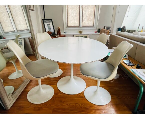Table tulip ovale d'Eero Saarinen édition Knoll