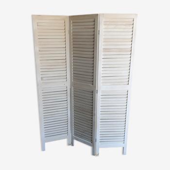 White wooden screen