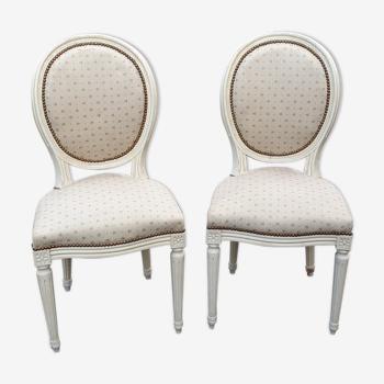 Paire de chaises médaillon Louis XVl