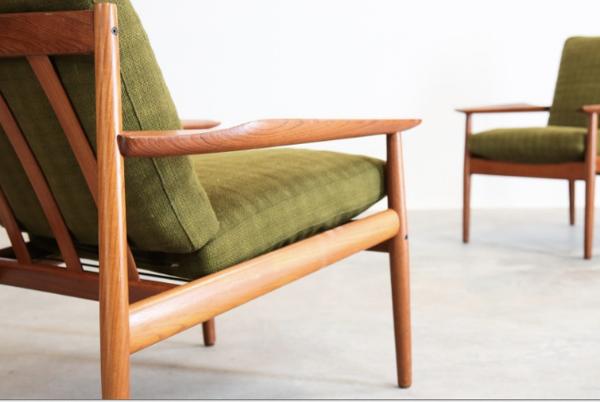 Paire de fauteuils danoise deux places Arne vodder en teck