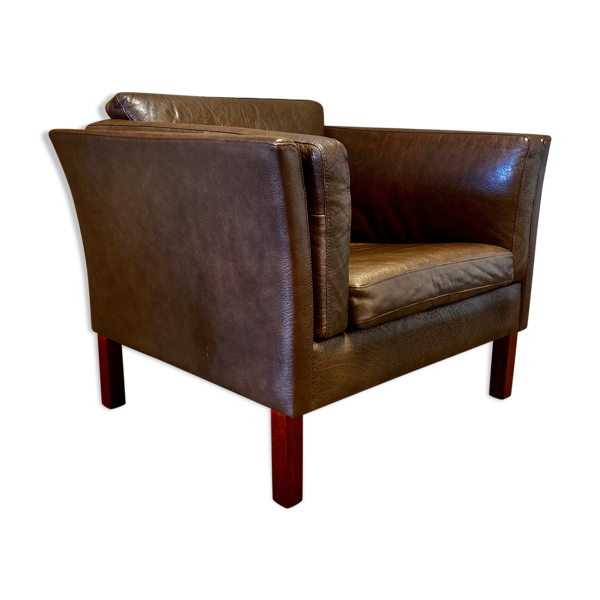 Fauteuil cuir marron design scandinave 1960.