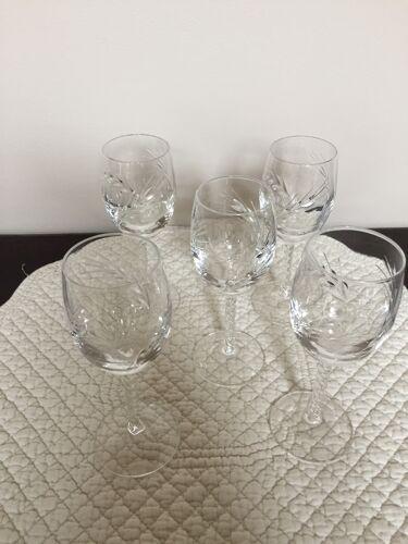Cinq verres à porto en cristal gravés motifs épis de blé