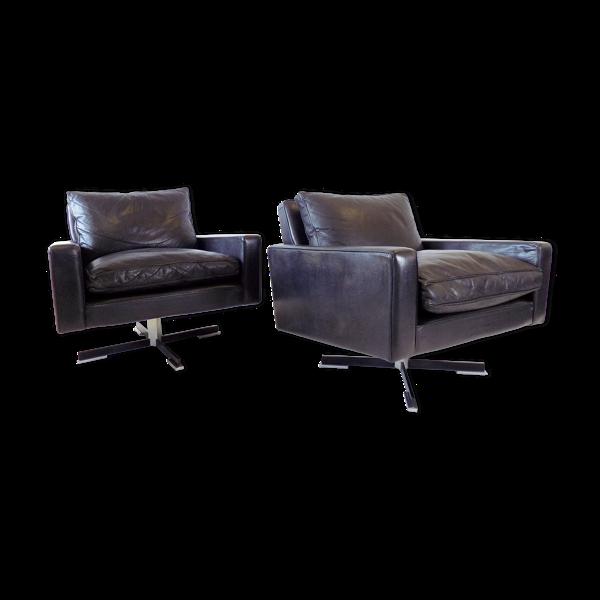 2 fauteuils en cuir noir par Wolfgang Röhl Potsdam
