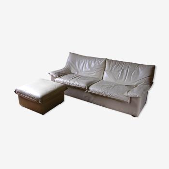 Canapé en cuir blanc et pouf Gérard Guermonprez