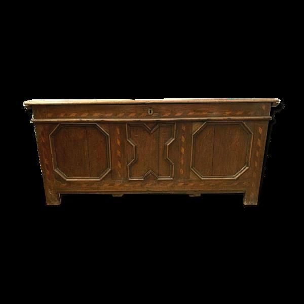 Coffre en chêne et marqueterie de bois clair XVIII siècle