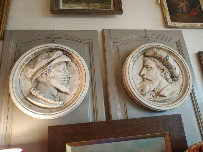 2 bas reliefs anciens en plâtre
