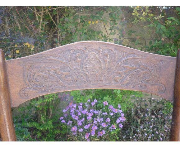 Chaise bistrot en bois courbé gravé