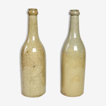 Bouteilles à vin en terre vernie