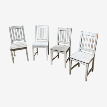 Ensemble de quatre chaises de ferme