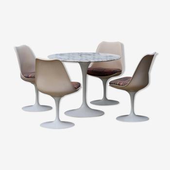 Ensemble table et chaises Tulip d'Eero Saarinen édition Knoll