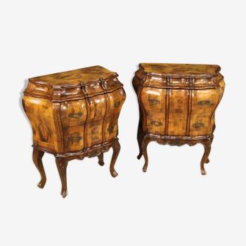 Paire de tables de chevet vénitiennes incrustées de noyer, de burl, d'érable et de hêtre