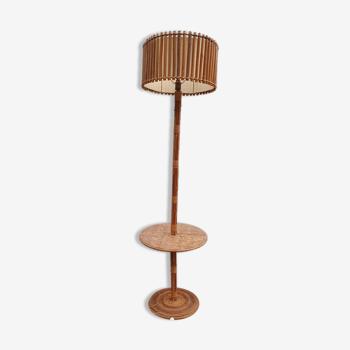Lampadaire vintage en rotin avec tablette
