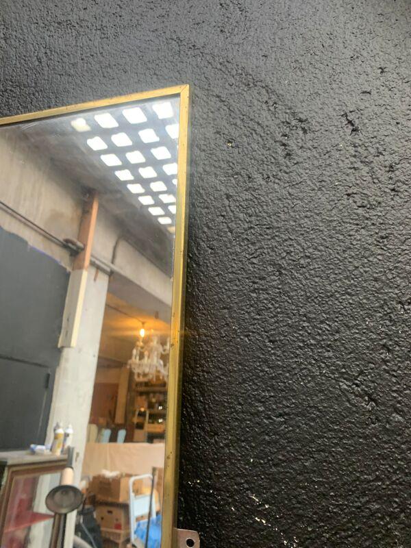 Miroir d'entre deux, glace étroite en métal doré 1950