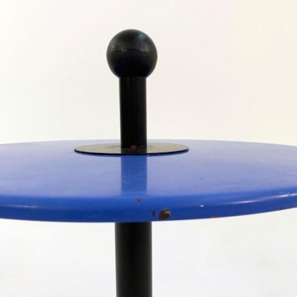 Table d'appoint postmoderne bleue en métal, 1980