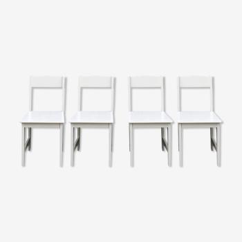 4 chaises en bois laquées modernes.