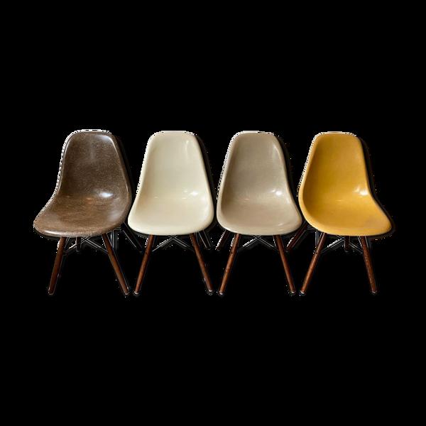Set de 4 chaises dsw de Charles et Ray édition Herman Miller