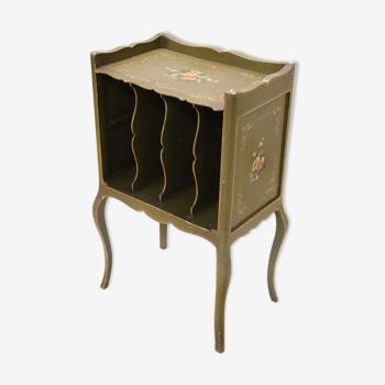 Table d'appoint en bois laqué et peint vintage avec support de magazine