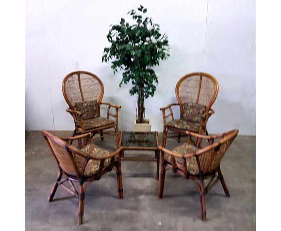 Salon en rotin du milieu du siècle avec table basse années 1970