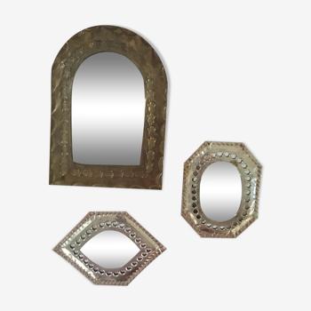Trois miroirs marocains à la forme différente.