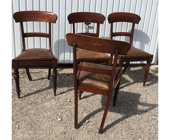 Une série de 4 chaises en acajou avec galettes en cuir 19 eme en bon etat